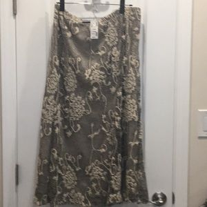 Avenue Lace Skirt, size 14-16, NWT